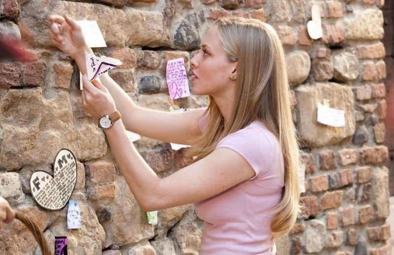 LETTERS TO JULIET Amanda Seyfred Juliet Wall