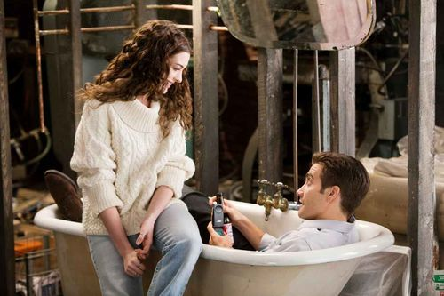 LOVE AND OTHER DRUGS Still 3