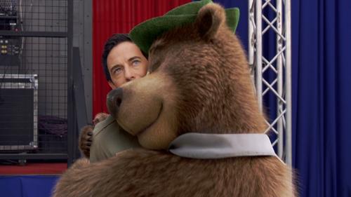 YOGI BEAR Hug