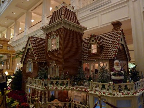 Walt Disney World Hotel Christmas 25