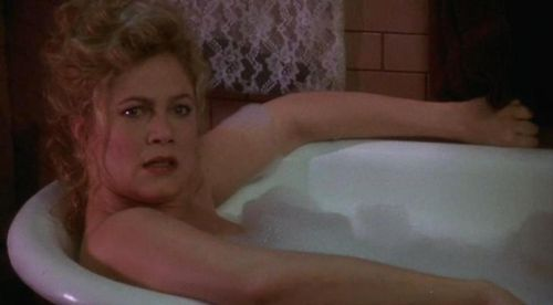 V.I. WARSHAWSKI Kathleen Turner Bathtub
