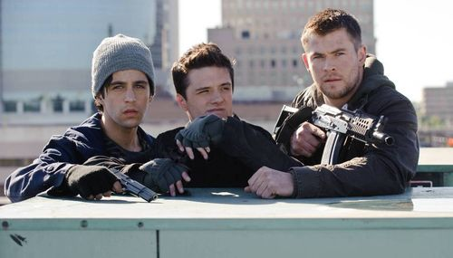 RED DAWN Josh Hutcherson Chris Hemsworth Josh Peck