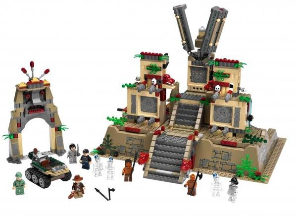 Indy_4_lego_crystal_skull_temple_2